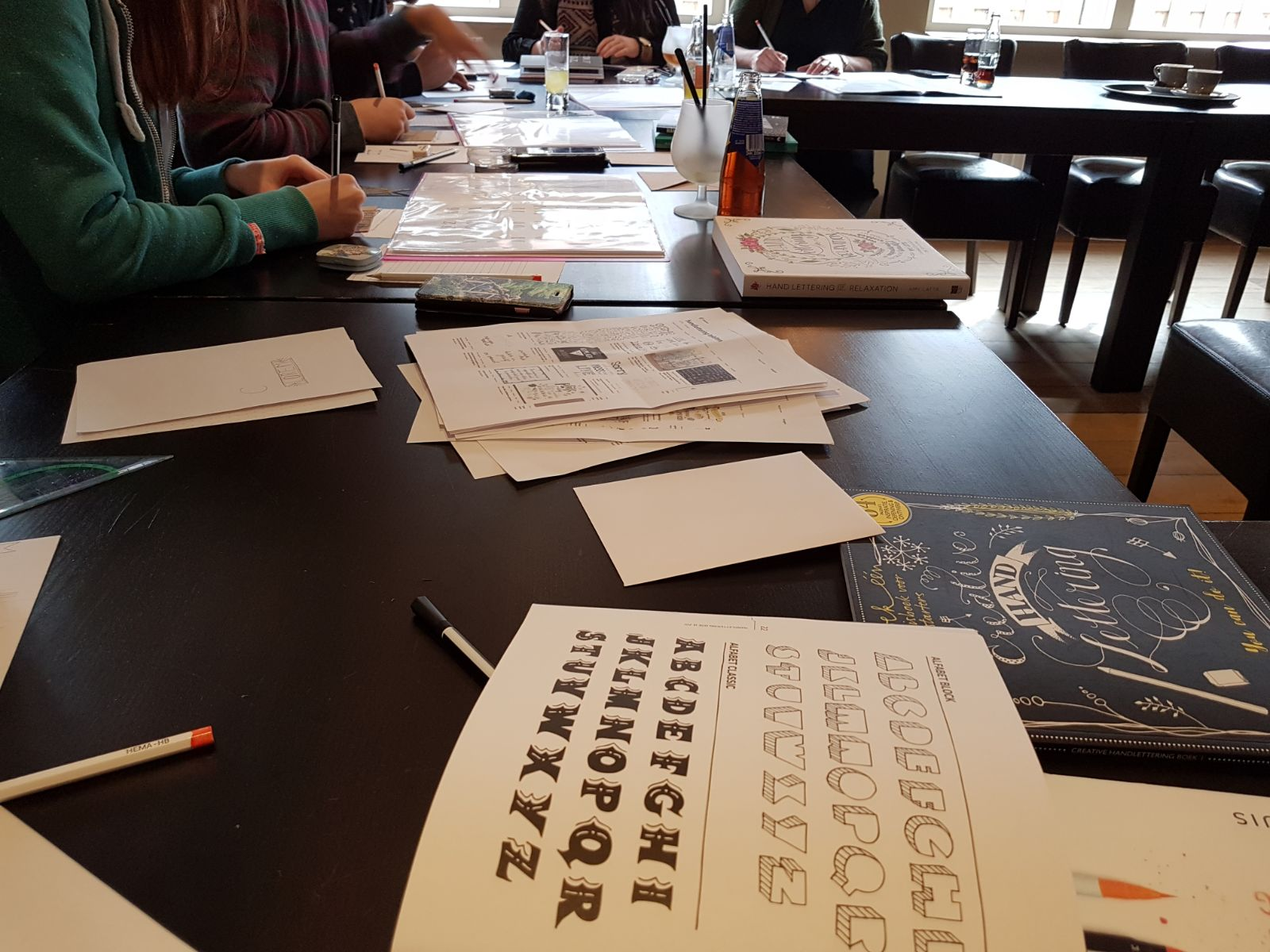 Foto 's workshop handlettering TEENS Maart 2018 - DKS
